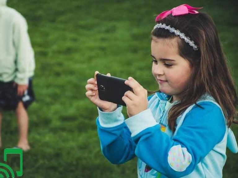 The 7 Best First Mobile Phone for 11 Year Old