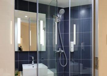 ceiling mounted rain shower head