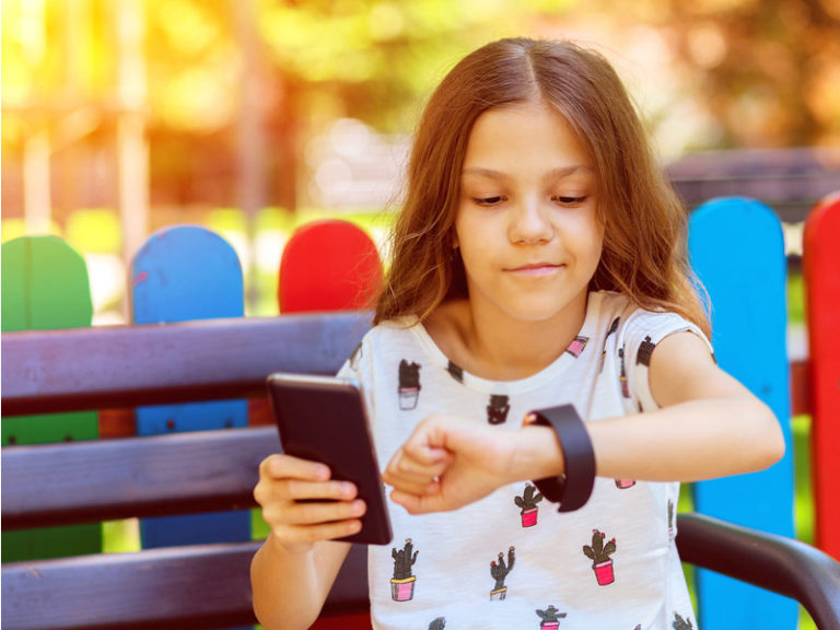The 5 Reasons Your Kid Should Have a Phone